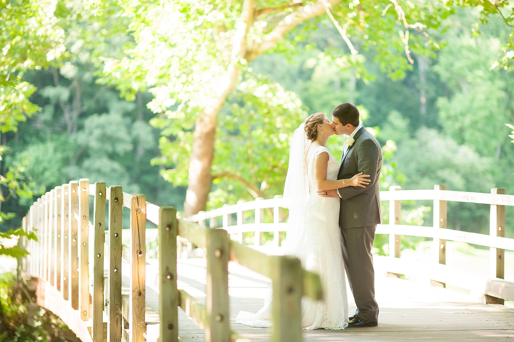 Hollow Brook Golf Club summer wedding photos in Cortlandt Manor, New York, by Mikkel Paige Photography.
