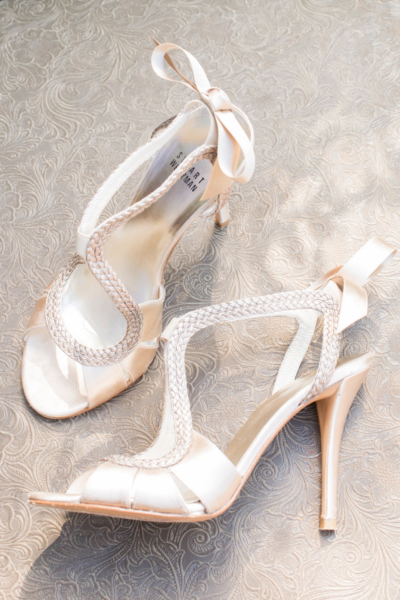 Estancia La Jolla wedding photography by Mikkel Paige Photography. Tropical wedding, California coast. Stuart Weitzman braided bow bridal heels.