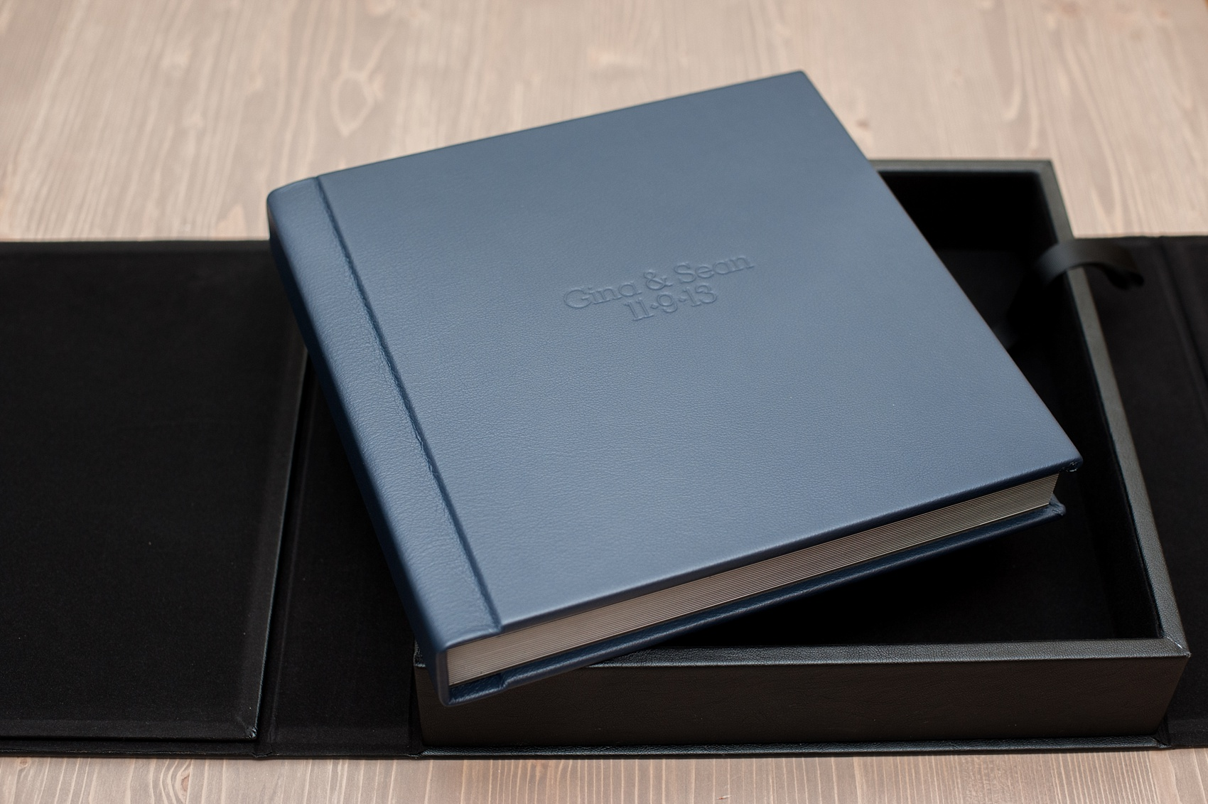 Mikkel Paige Photography Photos Of A Fine Art Leather Madera Wedding Album In Navy Blue