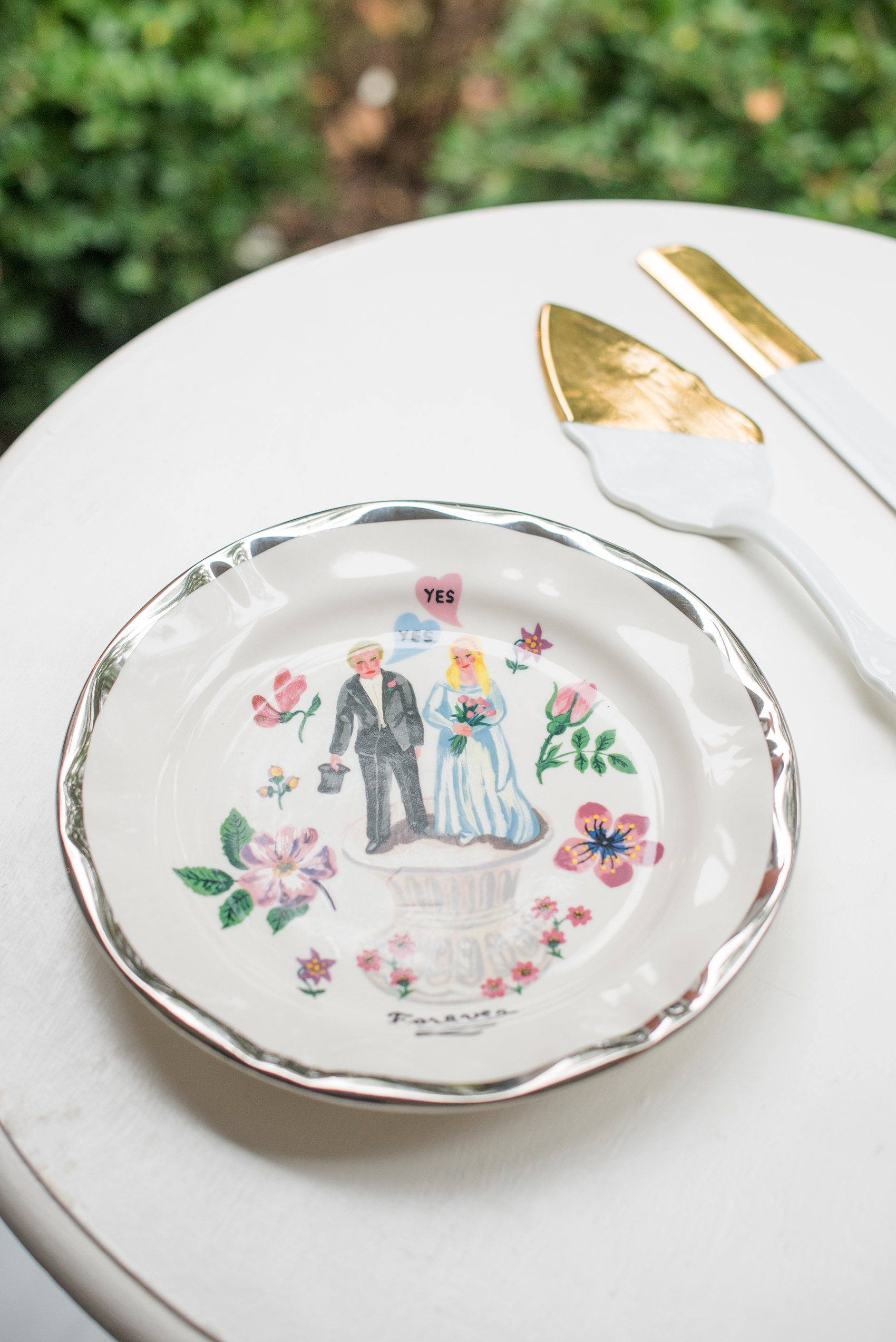 Mikkel Paige Photography photos from a wedding at Leslie-Alford Mims House in North Carolina. Picture of the handpainted cake plate and gold and white serving ware.