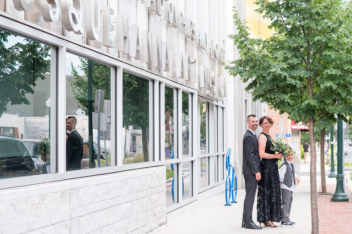 Bride and groom in front of a building.